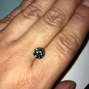 Jewelry - Moissanite stone